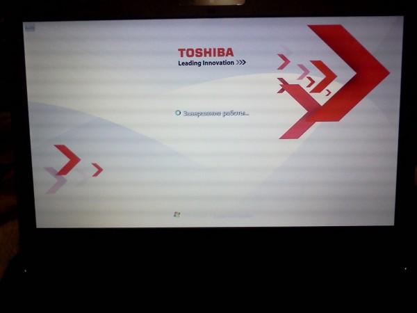 Экран завершения работы на предустановленной ОС Windows 7 ноутбука Toshiba
